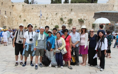 Group-wailing-wall
