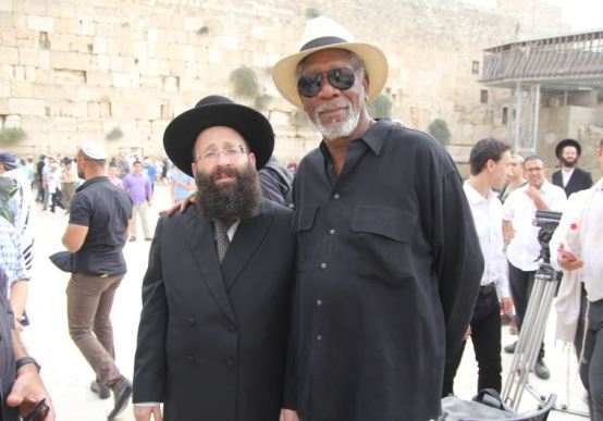 Morgan-Freeman-Wailing-Wall-Oct-2015