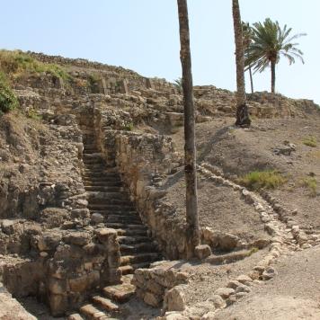 Tel-Megiddo-staircase